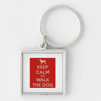 Håll lugn och gå hunden fyrkantig silverfärgad nyckelring