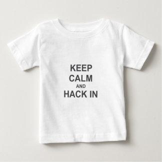 Håll lugn och hacka i gråttblåttsvart t shirt