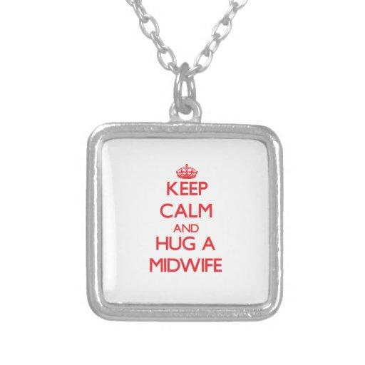 Håll lugn och krama en barnmorska skräddarsydda halsband
