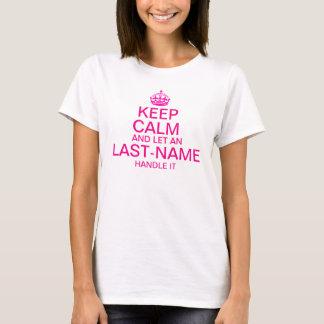 """Håll lugn och låt """"ett efternamn"""" handtag det som tee shirt"""