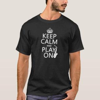Håll lugn och leka på (saxofonen) (någon färg) t shirts