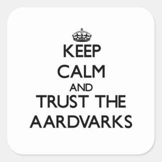 Håll lugn och lita på aardvarksna fyrkantigt klistermärke