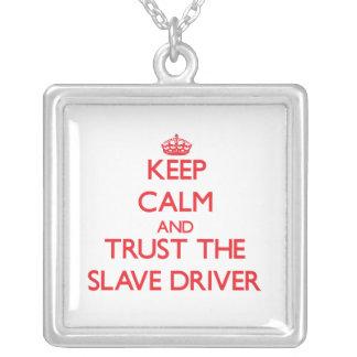 Håll lugn och lita på den slav- chauffören anpassningsbar halsband