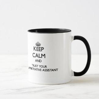 Håll lugn och lita på din administrativa assistent mugg