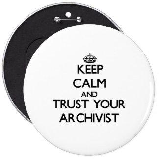 Håll lugn och lita på din arkivarie jumbo knapp rund 15.2 cm