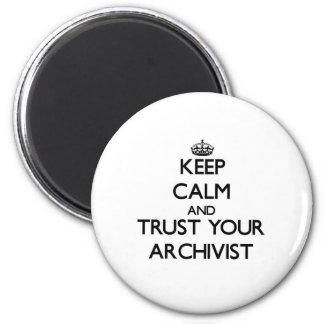 Håll lugn och lita på din arkivarie magnet rund 5.7 cm