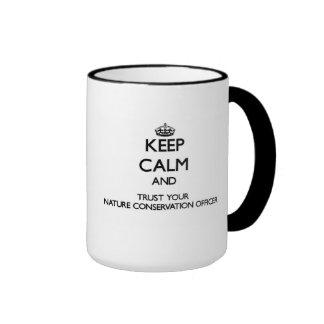 Håll lugn och lita på din naturvård Offic Kaffe Koppar