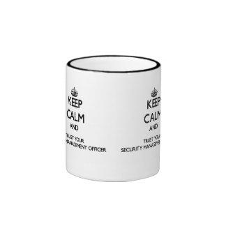 Håll lugn och lita på din säkerhetsledning Offic Kaffe Muggar