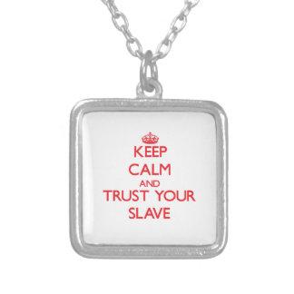 Håll lugn och lita på ditt slav- halsband