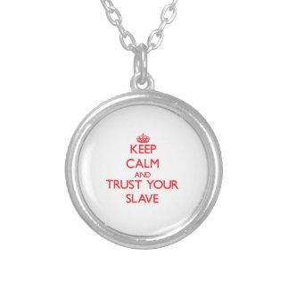 Håll lugn och lita på ditt slav- anpassningsbar halsband