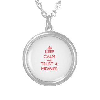 Håll lugn och lita på en barnmorska anpassningsbar halsband