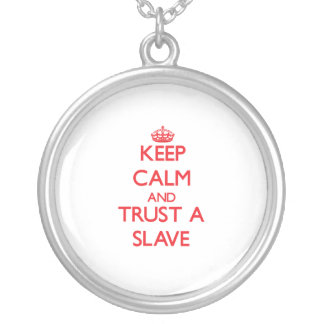 Håll lugn och lita på ett slav- anpassningsbar halsband