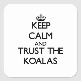 Håll lugn och lita på koalasna fyrkantigt klistermärke