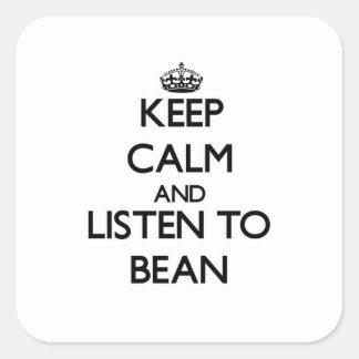 Håll lugn och lyssna till bönan fyrkantigt klistermärke