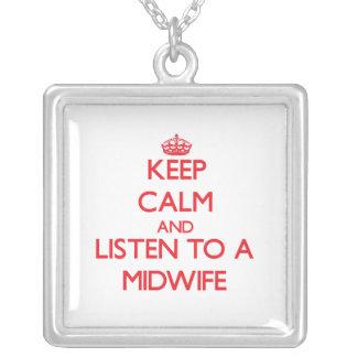 Håll lugn och lyssna till en barnmorska smycken