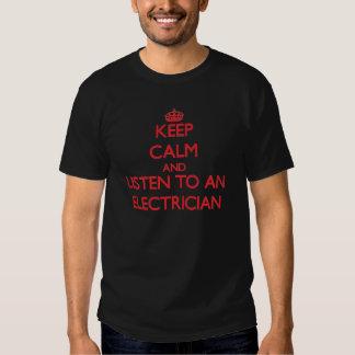 Håll lugn och lyssna till en elektriker t-shirt