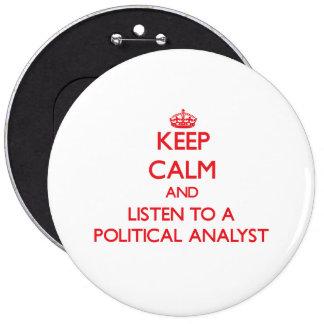 Håll lugn och lyssna till en politisk analytiker knappar