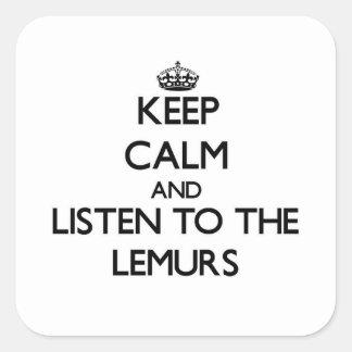 Håll lugn och lyssna till lemursna fyrkantigt klistermärke