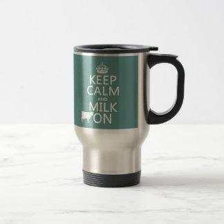 Håll lugn och mjölka på (kor) (sammanlagt färger) resemugg