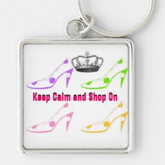 Håll lugn och shoppa skor på fyrkantig silverfärgad nyckelring