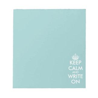 Håll lugn och skrivan på handstilpapper för anteckningsblock