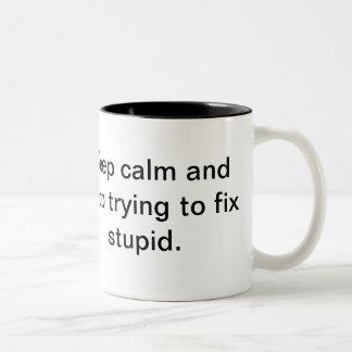 Håll lugn och stoppa pröva för att fixa dumt Två-Tonad mugg