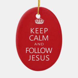 Håll lugnat och följ Jesus den kristna humorn Ovalformad Julgransprydnad I Keramik