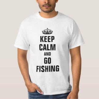 Håll lugnat och gå att fiska tee shirts