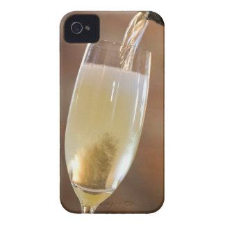 Hällande champagne iPhone 4 Case-Mate cases
