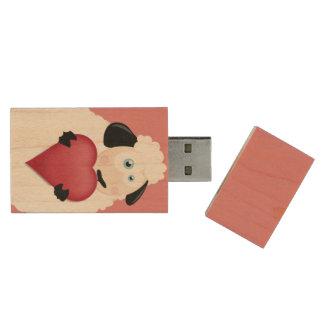 Hållande kärlekhjärta för gulliga får trä USB-minne