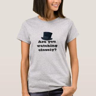 Håller ögonen på du nära? t-shirt