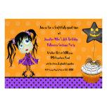 Halloween muffin och flickaGhoulfödelsedag Personliga Inbjudan