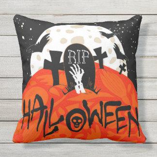 Halloween slår till den spöklika kyrkogården utomhuskudde