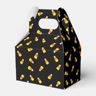 Hallowe'en svart bakgrund med candy corn presentaskar