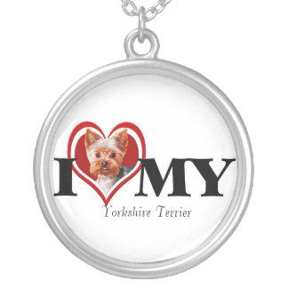 Halsband för hjärta för Yorkshire Terrier rött