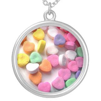 Halsband-Konst av Kärlek-Godis hjärta Silverpläterat Halsband