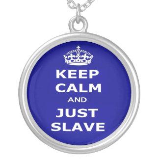 Halsbandbehållalugn och slavar precis hängsmycke