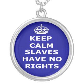 Halsbandbehållalugn Slaves har ingen rättigheter Halsband Med Rund Hängsmycke