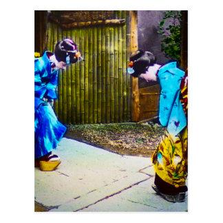 Hälsning en för två Geisha en andra ljusa Kimonos Vykort