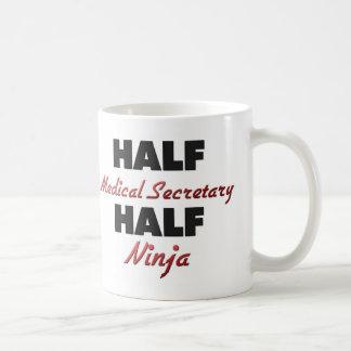 Halv medicinsk sekreterare halva Ninja Vit Mugg