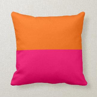 Halv orange och ljusa rosor kudde