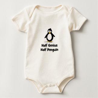 Halv pingvin för halvt snille body för baby