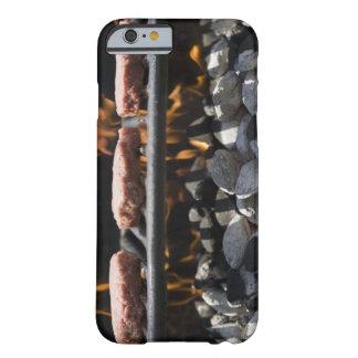 Hamburgare som lagar mat på, grillar barely there iPhone 6 skal