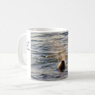 Hamnen förseglar den Spouting vattenmuggen Kaffemugg
