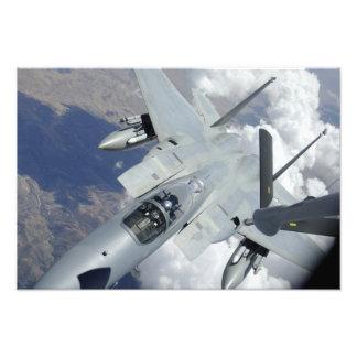 Handtag för en örn F-15 i väg från en KC-135 Fototryck
