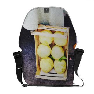 Hänga lös fullt av citroner kurir väska