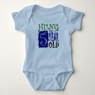 Hängd något liknande åriga 5 tröja