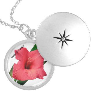 Hänge som godisen med blomman och namn av spouses silverpläterat halsband