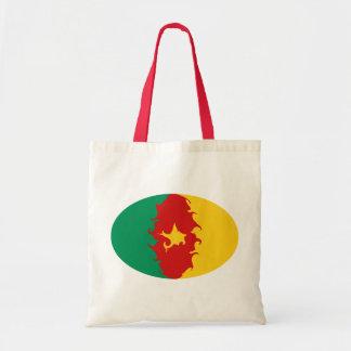 Hänger lös den Gnarly flagga för Kamerun Kasse