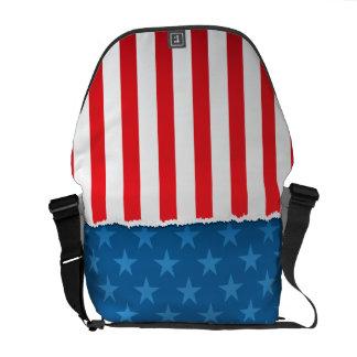 Hänger lös den patriotiska flagga för stars och st kurir väskor